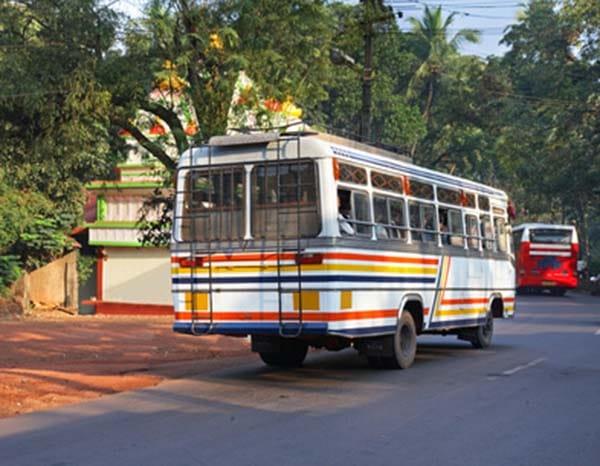 インド プネー バス