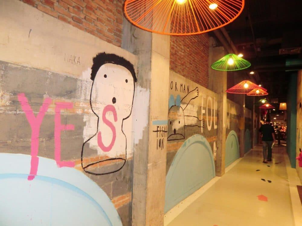 ワンニマン 壁アート
