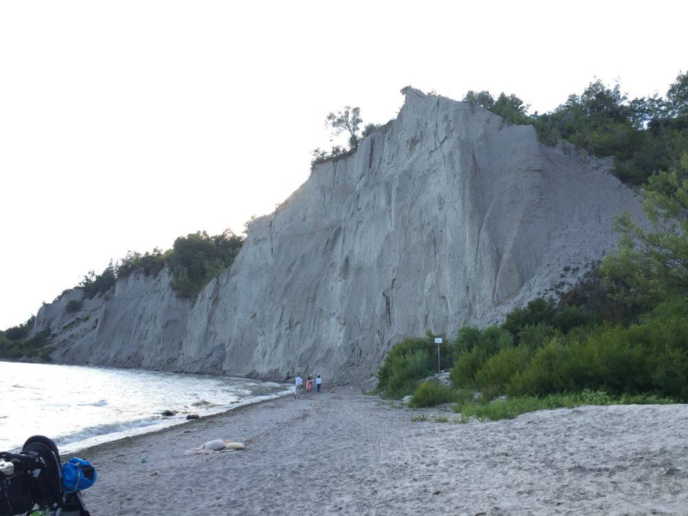 トロント ブラッファーズパークビーチ 崖