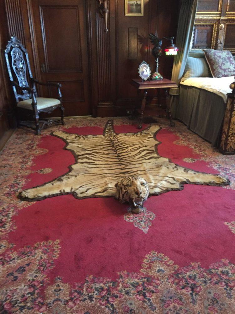 トロント カサ・ロマ トラの絨毯