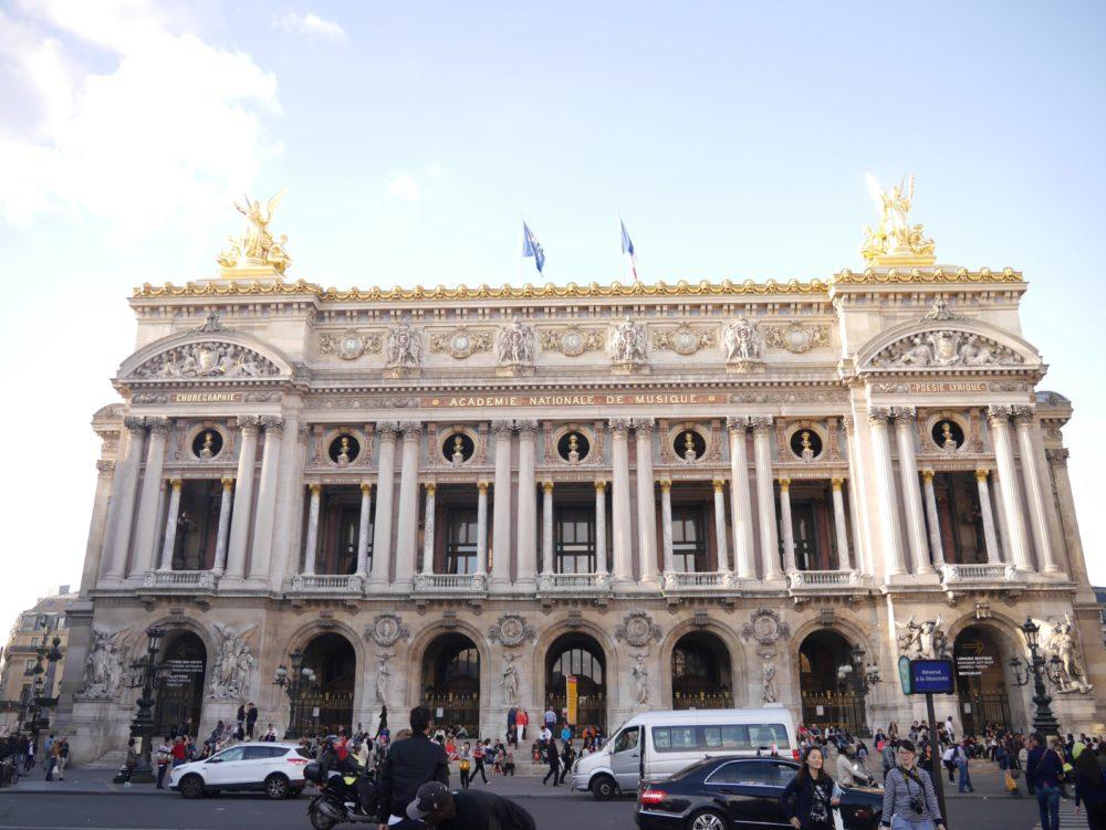 パリ 観光 オペラ・ガルニエ