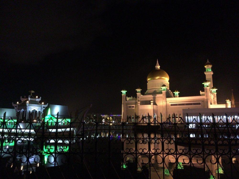 ブルネイ スルタン・オマール・アリ・サイフディン・モスク ライトアップ