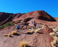 オーストラリア エアーズロック 登山